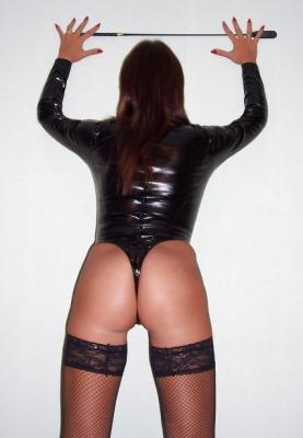 Rencontre dominatrice BDSM amatrice de cuir et latex pour humiliation à Clamart